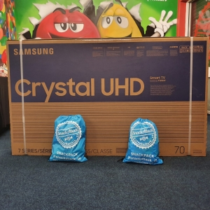 SAMSUNG 70inch TV & £100 HAMPER